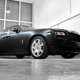 Rolls-Royce Ghost, Komplettbeschichtung schwarz/matt, Kühlergrill pulverbeschichtet, getönte Scheiben