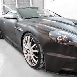 Aston Martin DBS, Vollfolierung mit Carbon-Strukturfolie