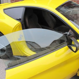 Ferrari F12 Berlinetta, gelb und Carbon-Strukturfolie, Seite