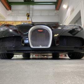 Bugatti Veyron: Steinschlagschutzpaket (Haube, Kotflügel, Stoßfänger vorn)